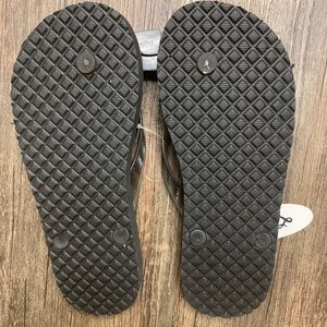 3d543e7470b locals Shoes - Brand new Local s flip flop
